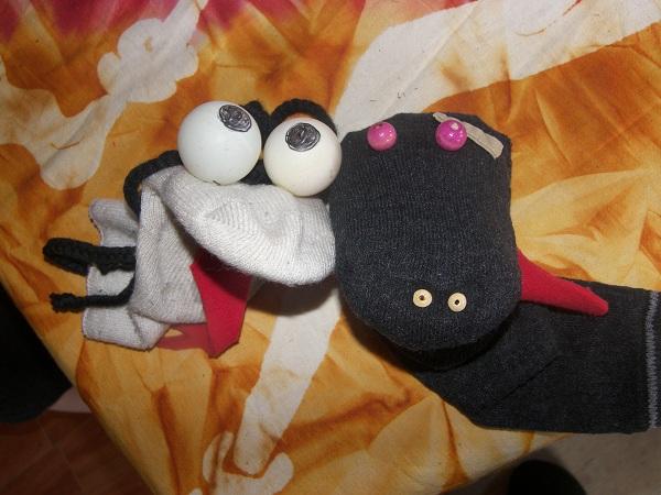 Marionnettes chaussettes serge et paluk - Fabriquer une marionnette articulee ...