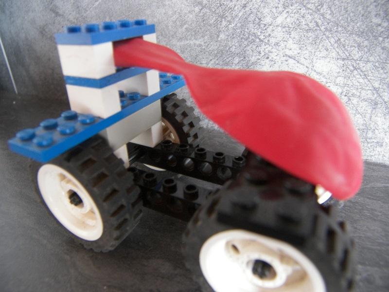 voiture ballon legos