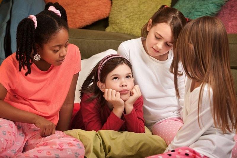 jeux pour une soir e pyjama. Black Bedroom Furniture Sets. Home Design Ideas