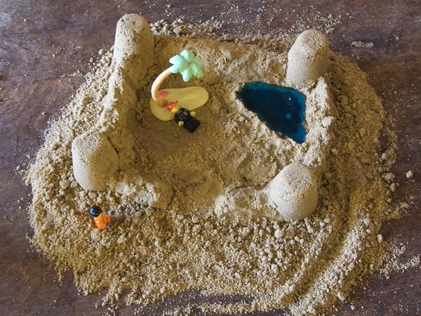 jouer au sable à la maison