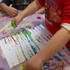 Peinture sans pinceau 25 id es cr atives - Idee peinture enfant ...