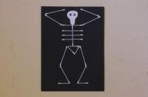 Squelette en cotons tiges