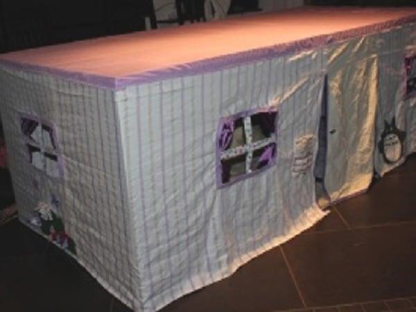 cabane tissu sous table