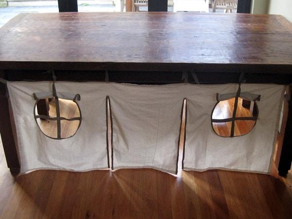 Cabane sous table