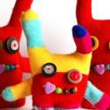 Des petits monstres avec des gants