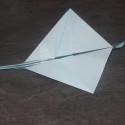 Avion en papier qui vole loin