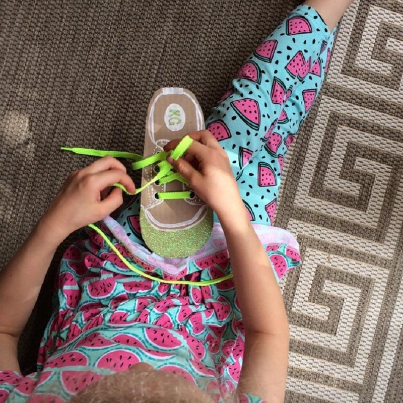 chaussure carton lacet