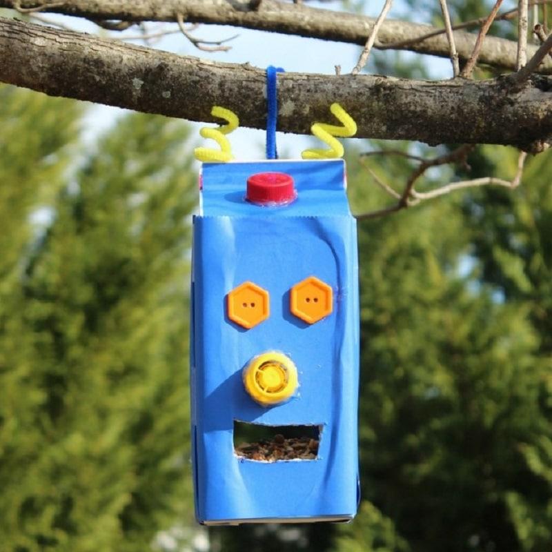 fabriquer une mangeoire robot pour les oiseaux. Black Bedroom Furniture Sets. Home Design Ideas