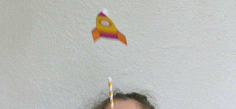 bricolage fusée en papier qui vole