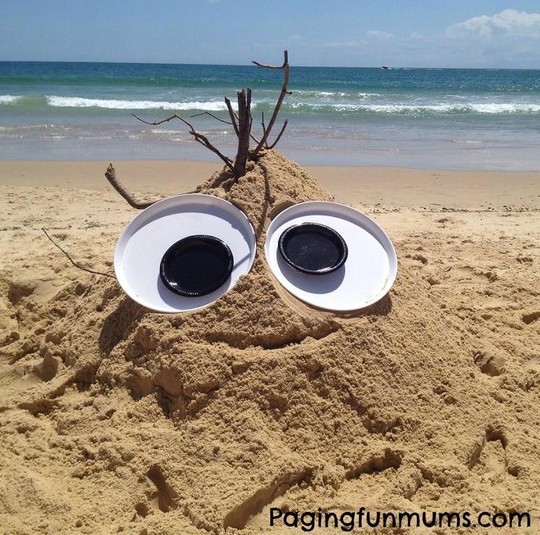 yeux géants plage