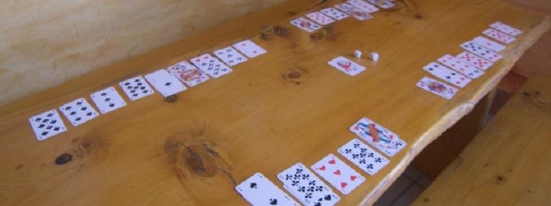 jeu de carte et dés