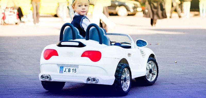 choisir une voiture électrique pour enfant