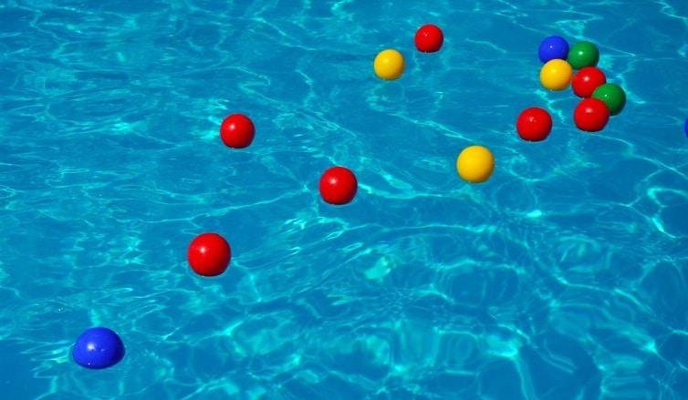 jeu pour jouer dans la piscine