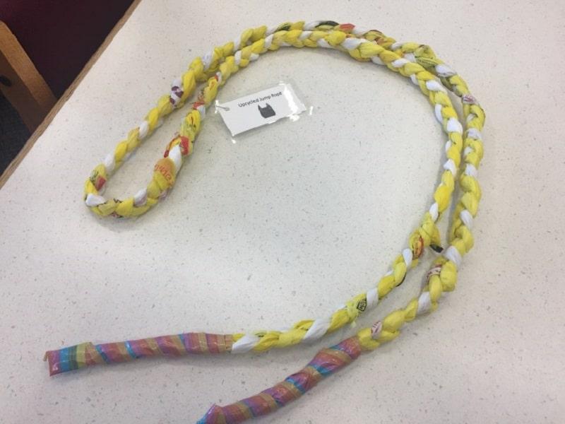 corde à sauter en sac plastique