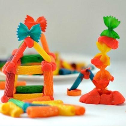 sculpture pâtes colorées