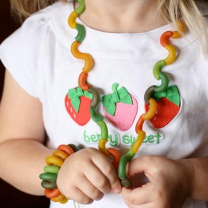 collier pâtes colorées