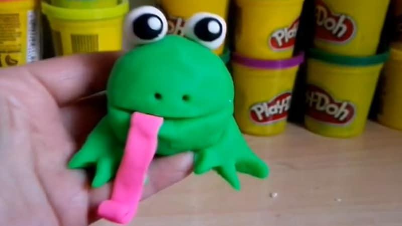 grenouille en pâte à modeler