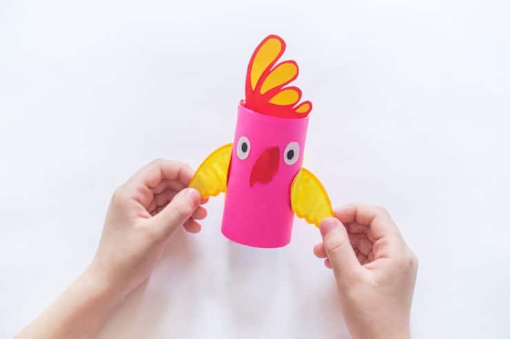 perroquet en rouleau de papier toilette