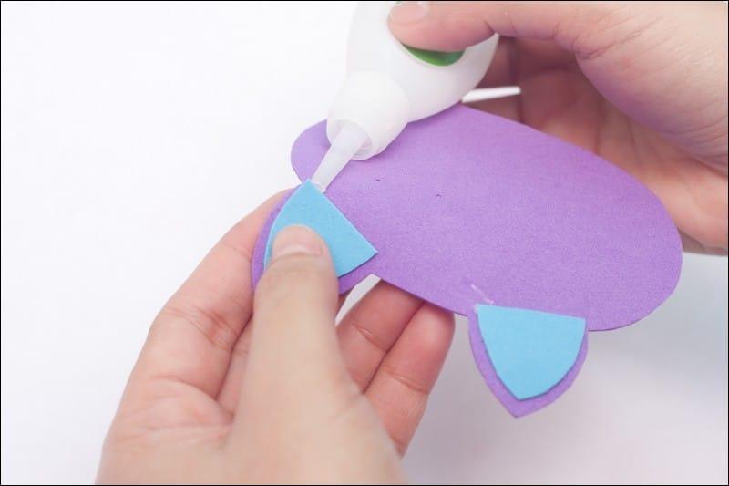 fabriquer une étiquette de cartable en papier mousse