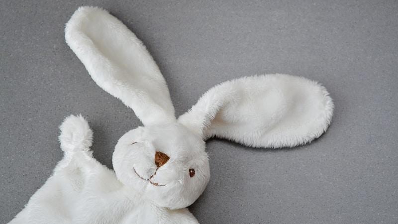 Pourquoi adopter le doudou lapin