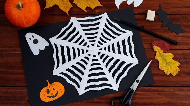 faire une toile d'araignée en papier