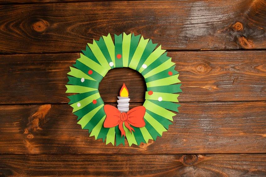 fabriquer une couronne de noel en papier