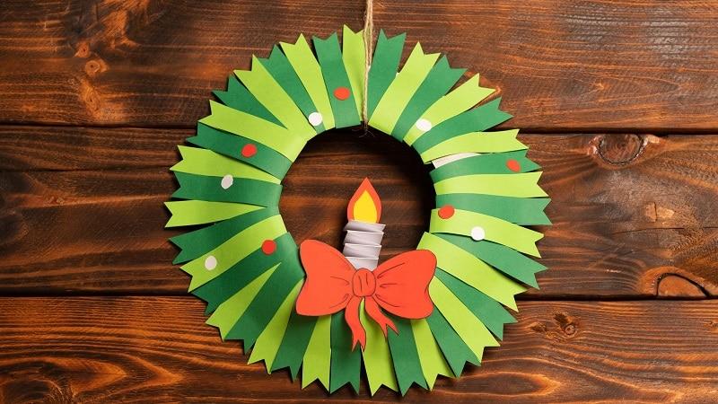 fabriquer une couronne de noël en papier