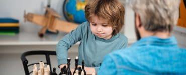 avantages d'apprendre aux enfants à jouer aux échecs