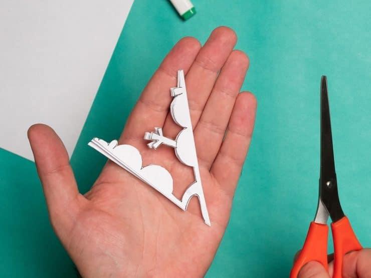 découper flocon de neige en papier