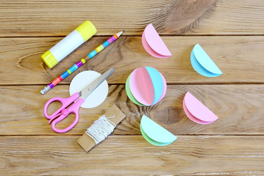 faire des boules de noël en papier