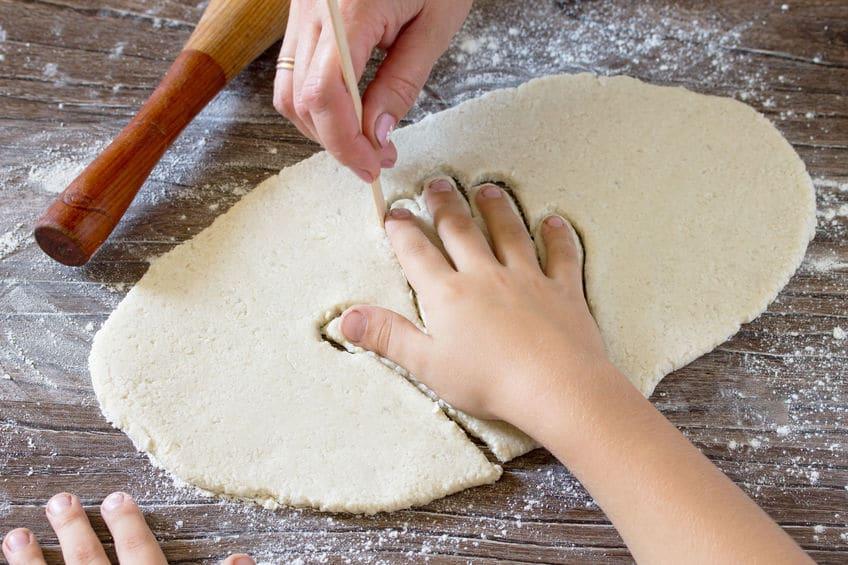 empreinte main pâte à sel