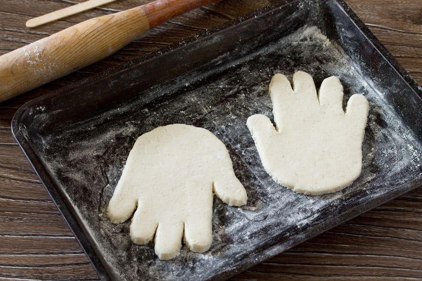 empreinte de main en pate sel