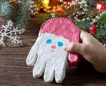 Empreinte de main pâte à sel Père Noël