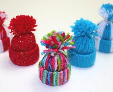 Petit bonnet en laine pour sapin
