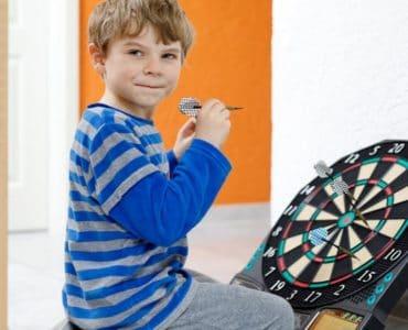 à quel âge jouer aux fléchettes