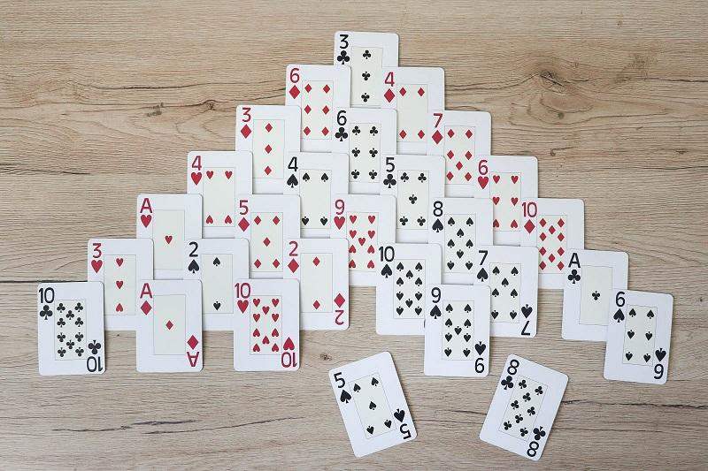 jeu cartes pyramide