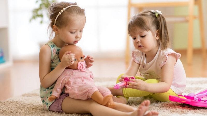 pourquoi jouer avec des poupées
