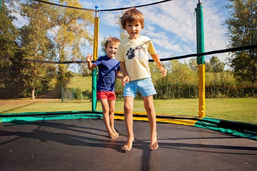 enfants trampoline