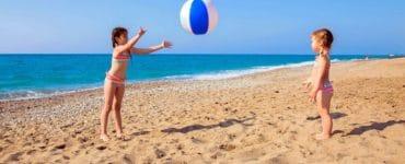 Jeux de ballon sur la plage