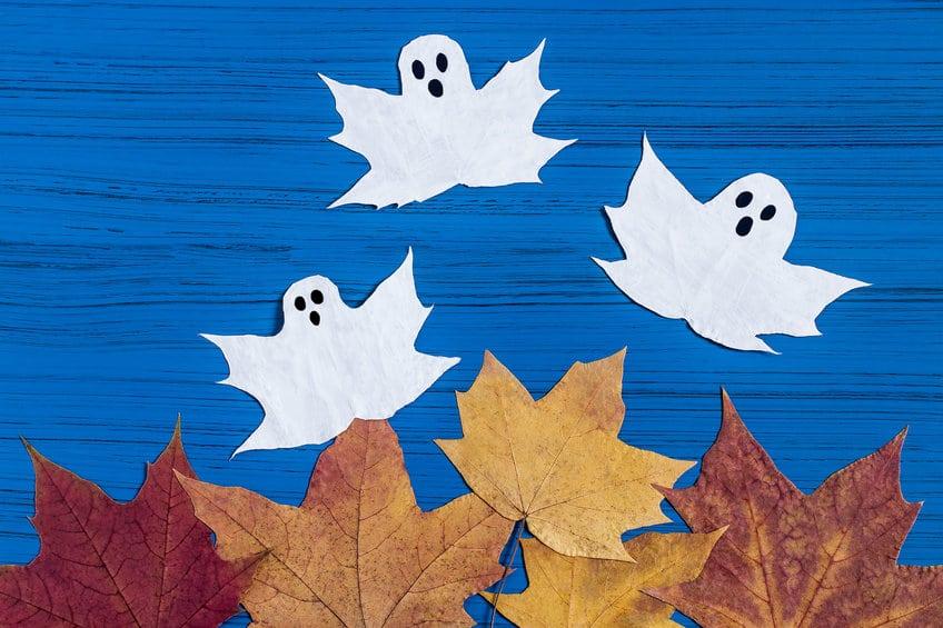 fantomes feuilles halloween